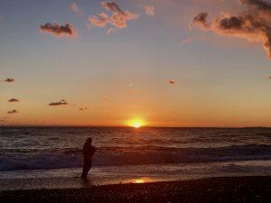 伊豆大島 砂の浜の夕陽